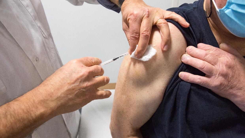 Vaccin AstraZeneca : « il n'y a pas un grand engouement » d'après Corinne Imbert