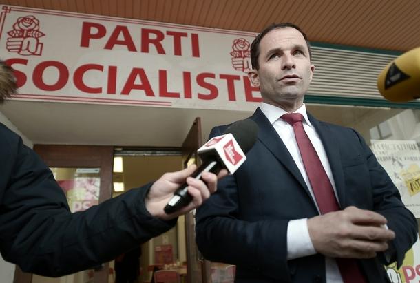 Benoît Hamon au siège du PS le 4 janvier 2017 à Bayonne