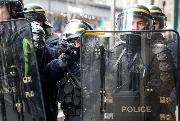 """Pendant une manifestation des """"gilets jaunes"""" à Paris, le 5 janvier 2019"""