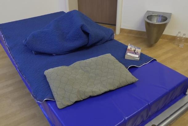 Chambre d'isolement en hôpital psychiatrique