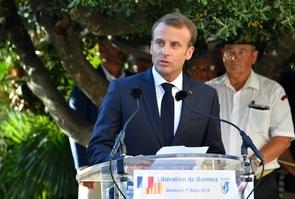 Le président Emmanuel Macron prononce un discours commémorant la Libération à Bormes-les-Mimosas (Var) le 17 août 2018