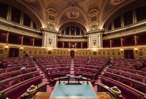 L'hémicycle du palais du Luxembourg qui abrite le Sénat dans le 6ᵉ arrondissement de Paris, le 17 novembre 2016