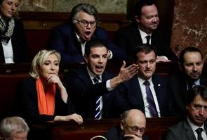 Les députés RN Marine Le Pen, Ludovic Pajot et Gilbert Collard le 11 décembre 2018 à l'Assemblée nationale