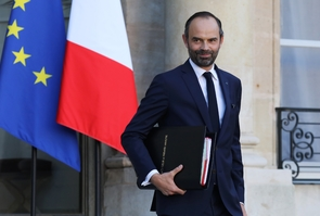 Le Premier ministre Edouard Philippe quitte l'Elysée après un conseil des ministres, le 22 novembre 2017