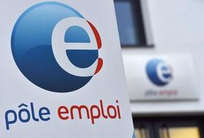 Mme Pénicaud a par ailleurs annoncé le recrutement de plus de 1.000 nouveaux conseillers Pôle emploi pour trois ans, afin de proposer de nouveaux services d'accompagnement à partir de janvier 2020, mettant fin à trois années de diminution d'effectifs
