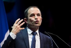 Benoît Hamon, fondateur du mouvement de gauche Générations, s'exprime durant un rassemblement au cirque d'Hiver à Paris début décembre