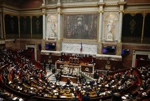 Les députés, réunis dans hémicycle de l'Assemblée nationale, le 19 décembre 2017
