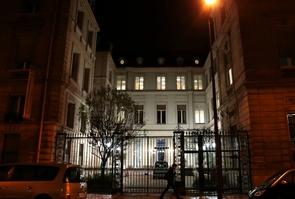 La direction du PS a décidé de vendre son siège  rue de Solférino à Paris (ici le 17 décembre 2012) afin d'assainir ses finances, annonce le trésorier du parti, Jean-François Debat.