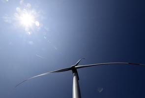 """le Sénat entend muscler à partir de mardi le projet de loi """"énergie-climat"""" porté par un François de Rugy en difficulté"""