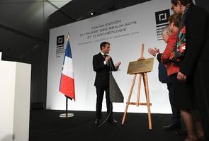 Emmanuel Macron inaugue le musée rénové des Beaux-arts et d'archéologie à Besançon, le 16 novembre 2018