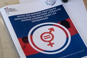 PARIS: Agnes Pannier-Runacher recoit le Ç Guide des bonnes pratiques innovantes en matiere d'Egalite Femmes-Hommes dans les Entreprises  en presence d'Elisabeth Moreno