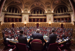 Le Sénat a adopté jeudi à une très large majorité les textes de moralisation de la vie publique après les avoir renforcés