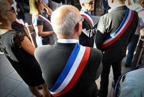 Des élus le 9 août 2019, lors des funérailles du maire de Signes.