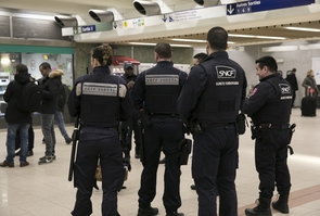 PARIS: Agents de securite RATP et Agents de surete ferroviaire en patrouille Gare de Lyon