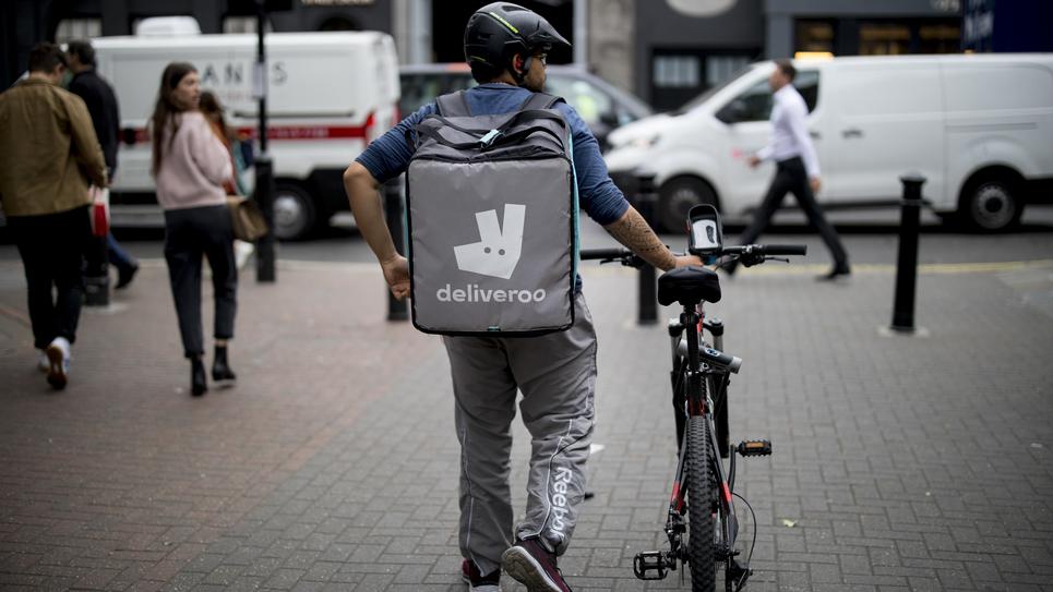Un coursier travaillant pour Deliveroo