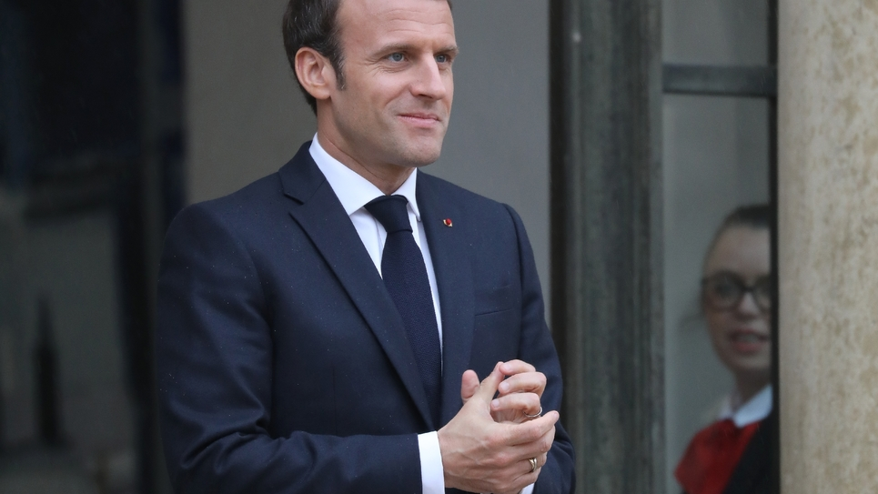 Emmanuel Macron sur le perron de l'Elysée, le 2 avril 2019