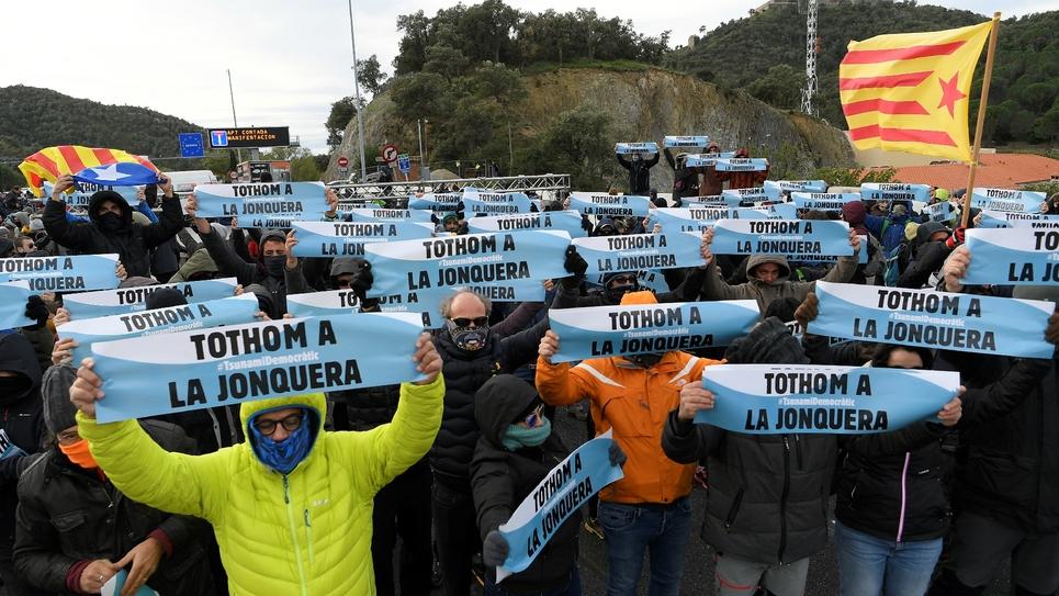 Des indépendantistes catalans bloquent le 11 novembre 2019 au niveau de la frontière l'autoroute reliant l'Espagne à la France