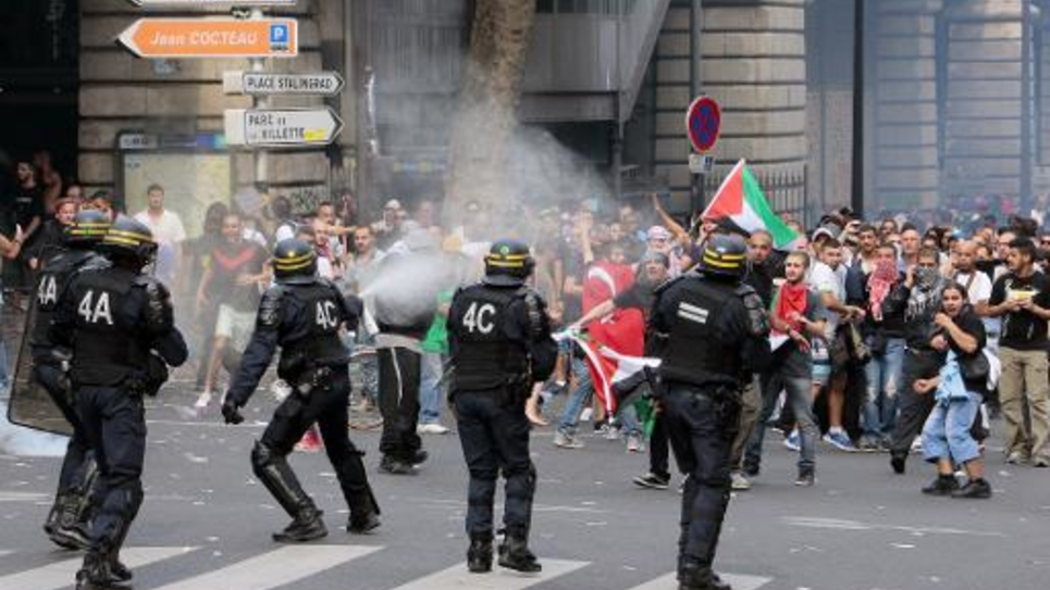 Heurts entre forces de l'ordre et manifestants lors d'une manifestation pro-palestinienne à Paris, le 19 juillet 2014