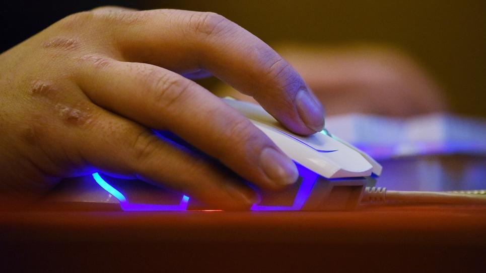 La municipalité d'une petite commune de Haute-Saône a appelé ses administrés à boycotter l'élection législative, dimanche, pour réclamer une connexion internet haut débit efficace, a-t-on appris jeudi auprès du maire, qui avait auparavant refusé d