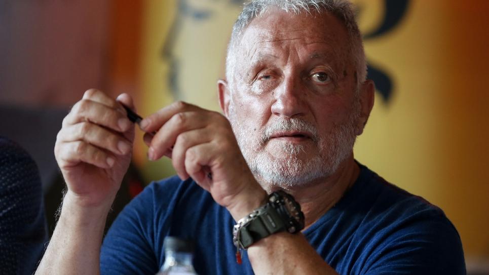 Le nationaliste corse Charles Pieri anime les débats pendant les 38e journées nationalistes de Corte, le 5 août 2018 à Corte