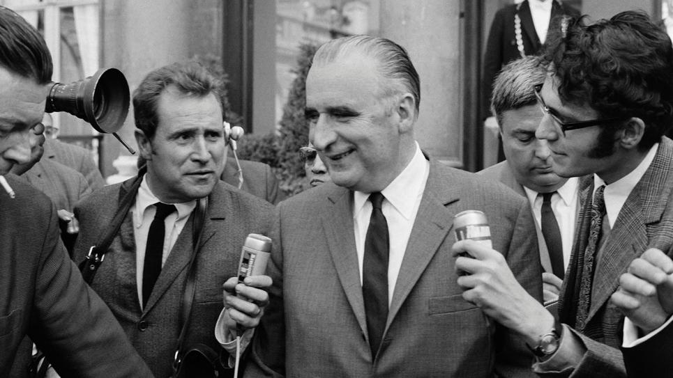 L'ancien Premier ministre Georges Pompidou, s'adresse aux journalistes à Paris, le 31 mai 1938