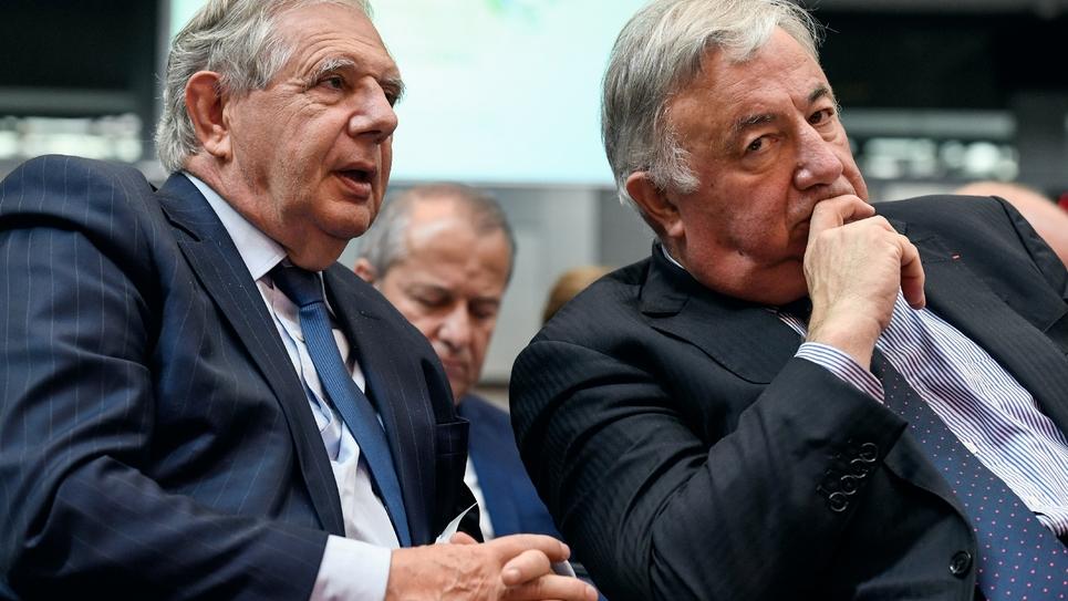 L'ex ministre de la Cohésion des territoires Jacques Mézard et le président du Sénat Gérard Larcher pendant une réunion de la Conférence nationale des territoires le 12 juillet 2018 à Paris