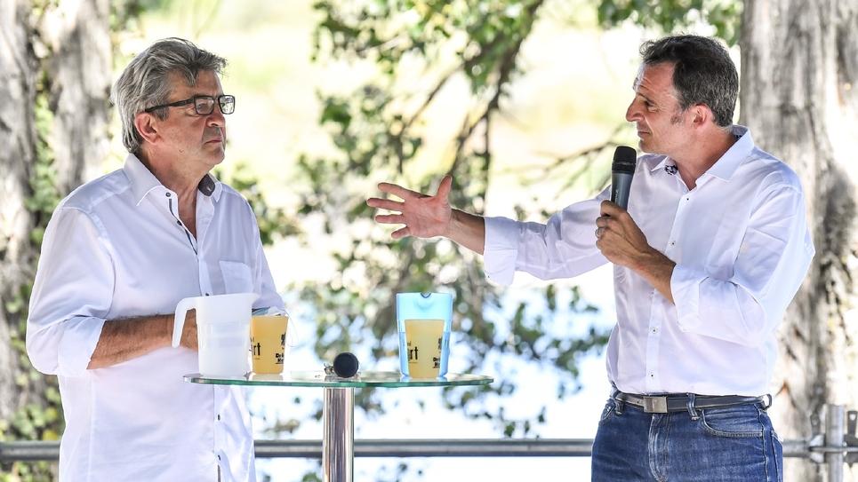 Le maire EELV de Grenoble Eric Piolle (D) et le chef  de file de la France insoumise Jean-Luc Mélenchon, aux  Amphis d'été des Insoumis à Châteauneuf-sur-Isère (Drôme), le 21 août 2020