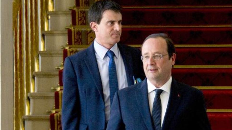 Le Premier ministre Manuel Valls (g) et le président de la république François Hollande (d) à leur arrivée à l'Elysée le 14 mai 2014 pour un conseil des ministres