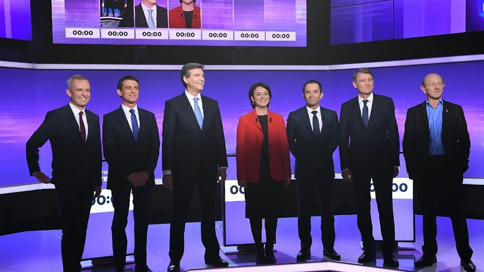 Les 7 candidats Francois de Rugy, Manuel Valls, Arnaud Montebourg, Sylvia Pinel, Benoit Hamon, Vincent Peillon et Jean-Luc Bennahmias lors du dernier débat télévisé le 19 janvier 2017 à Paris