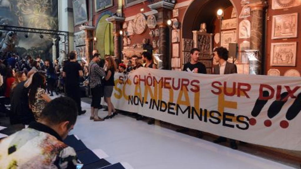 Manifestation des intermittents du spectacle  lors d'un défilé de mode à l'Ecole des Beaux-Arts à Paris, le 1er octobre 2014