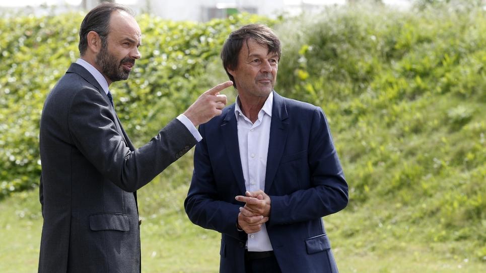 Le ministre de la Transition écologique et solidaire, Nicolas Hulot (d) et le Premier ministre Edouard Philippe, le 19 mai 2017 à Valenton dans le Val-de-Marne