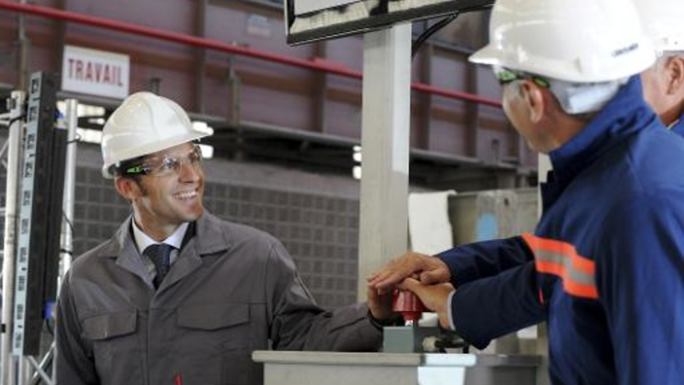 Le ministre de l'Economie Emmanuel Macron visite une usine à Saint-Jean de Maurienne, en Savoie, le 6 septembre 2014