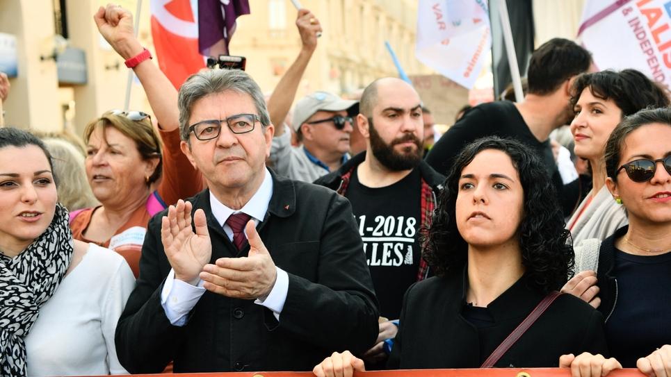 Le leader de la France Insoumise, Jean-Luc Mélenchon, aux côtés de la tête de liste LFI pour les élections européennes, Manon Aubry (à droite), à Marseille, le 1er mai 2019