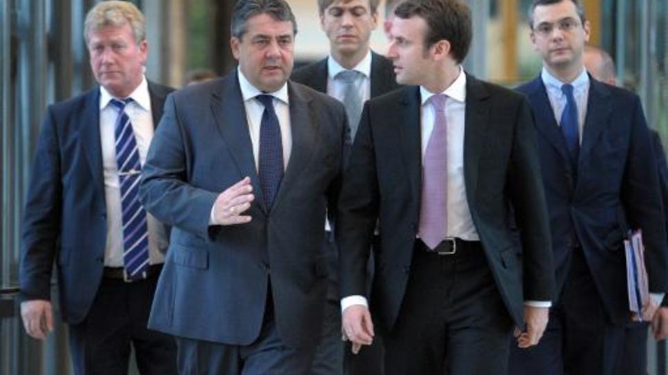 Les ministres de l'Economie allemand Sigmar Gabriel et français Emmanuel Macron le 27 novembre 2014 à Bercy à Paris