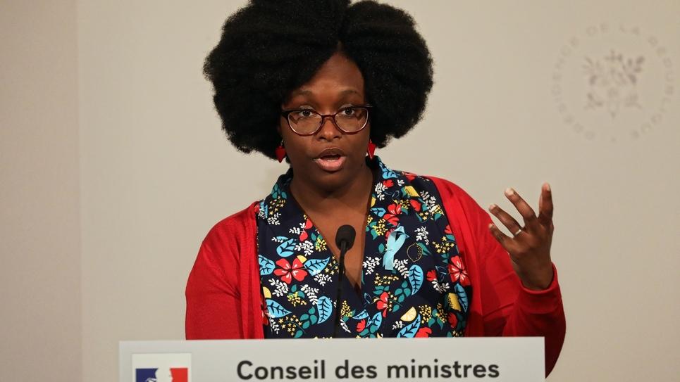 La porte-parole du gouvernement, Sibeth Ndiaye, durant son premier compte-rendu du Conseil des ministres, le 1er avril 2019 à Paris