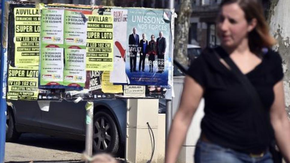 Des panneaux électoraux dans une rue de Valence d'Agen, dans le Tarn-et-Garonne, le 11 mars 2015