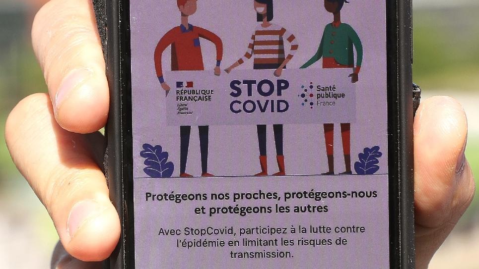 Un téléphone avec l'application StopCovid de traçage de contacts contre le coronavirus, le 29 mai 2020 à Paris