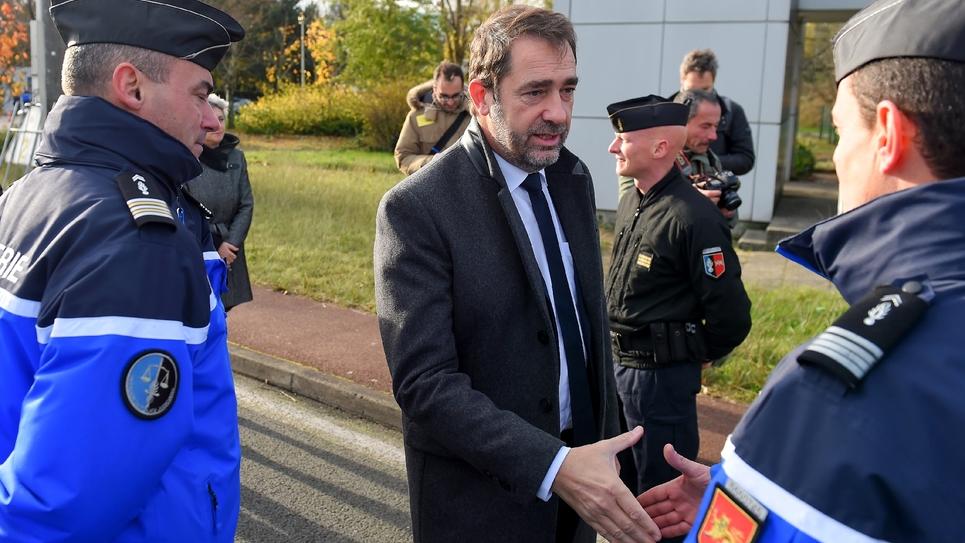 Le ministre de l'Intérieur Christophe Castaner rencontre des gendarmes au péage de Virsac (Gironde) le 29 novembre 2018