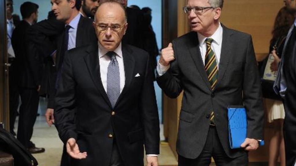 Les ministres de l'Intérieur français Bernard Cazeneuve et allemand Thomas de Maizière le 20 avril 2015 à Luxembourg