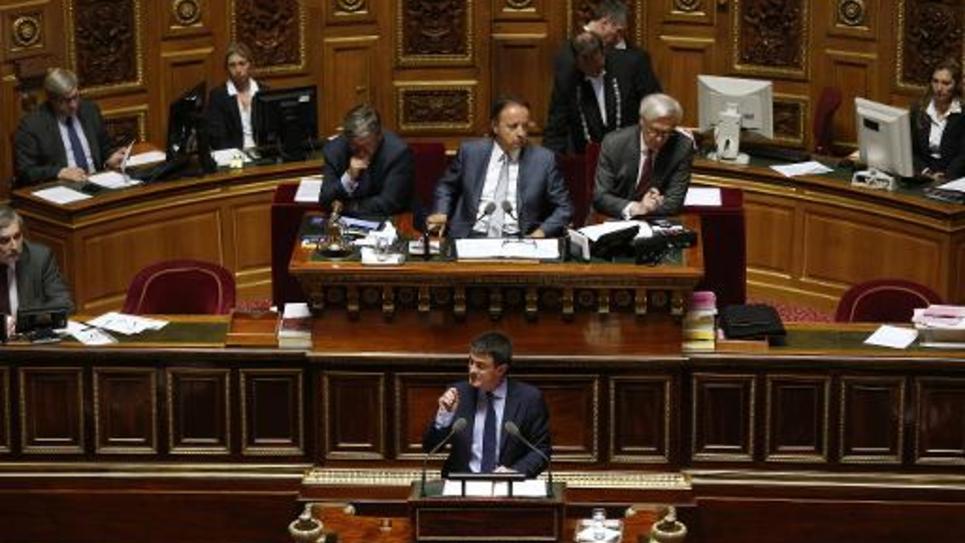 Le Premier ministre Manuel Valls (en bas) au Sénat à Paris le 9 avril 2014