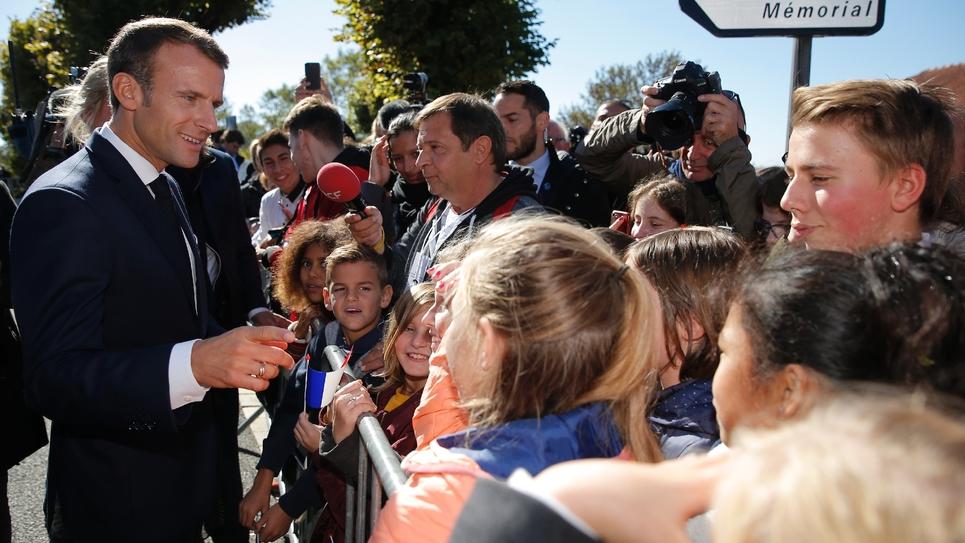 Le président Emmanuel Macron à la rencontre des Français à Colombey-les-Deux-Eglises le 04 octobre 2018
