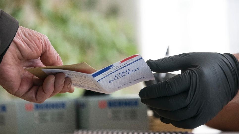 Un bureau de vote à Richwiller, dans l'est de la France, le 15 mars 2020