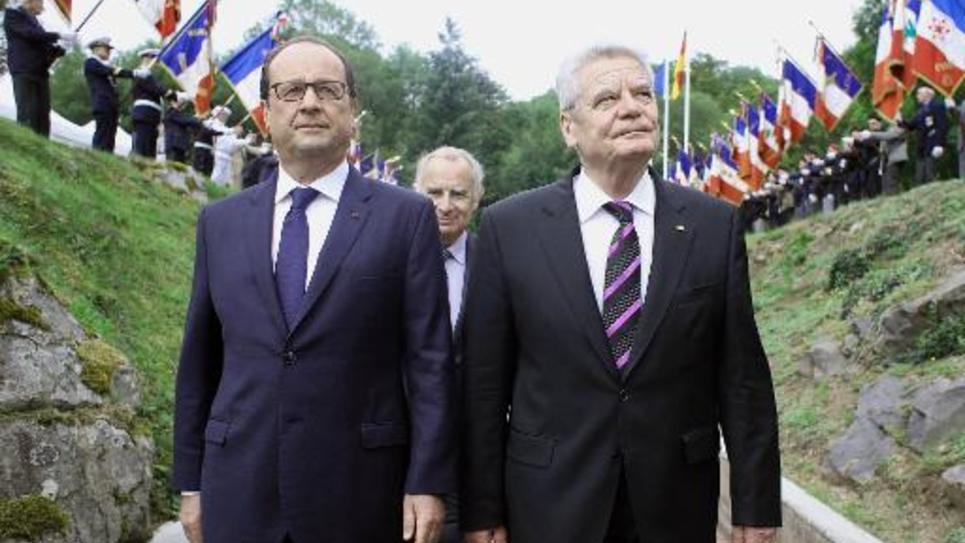 François Hollande et le président allemand Joachim Gauck lors d'une cérémonie de commémoration du centenaire du début de la première guerre mondiale à Vieil Armand dans le nord-est de la France, le 3 aout 2014