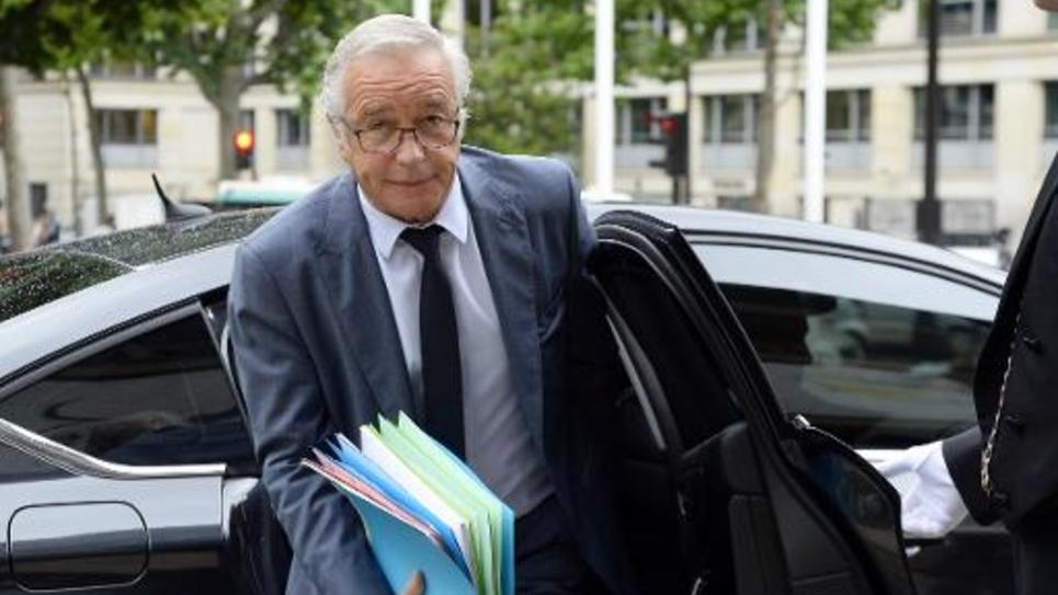Le ministre du Travail François Rebsamen arrive à la deuxième journée de la conférence sociale, le 8 juillet 2014 au Palais d'Iéna à Paris