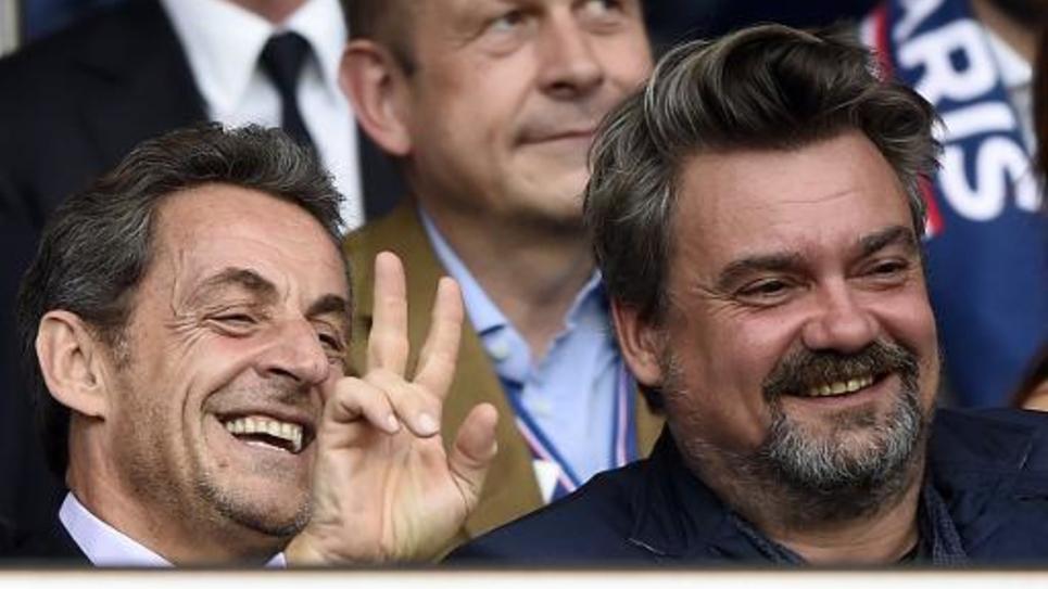 Nicolas Sarkozy (g) le 17 mai 2014 au Parc des Princes, à Paris, lors d'un match du PSG