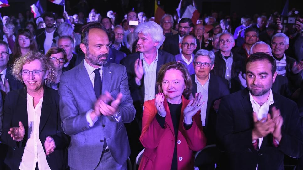 Edouard Philippe entouré de Muriel Pénicaud, ministre du Travail (à gauche), de la tête de liste aux élections européennes LREM Nathalie Loiseau (au centre droit) et du secrétaire d'Etat aux Collectivités territoriales Sébastien Lecornu, le 6 mai 2019 à
