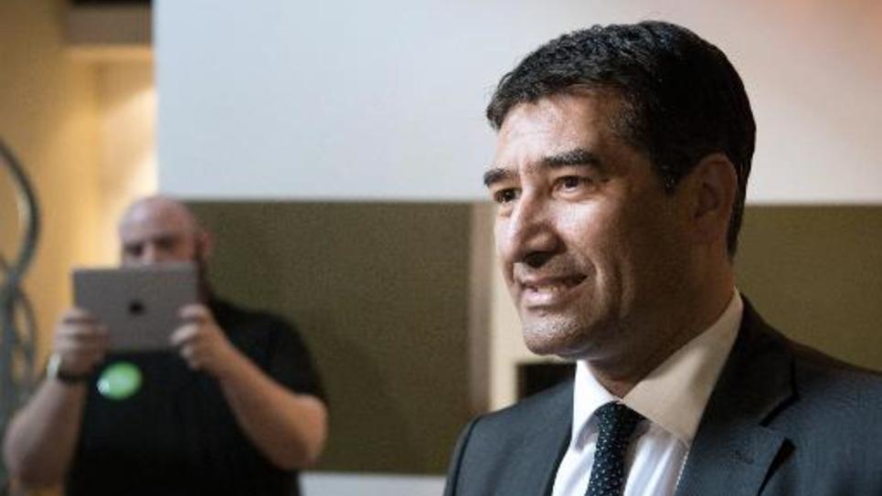 L'élu EELV Karim Zéribi pendant la campagne pour les européennes le 11 avril 2014 à Marseille