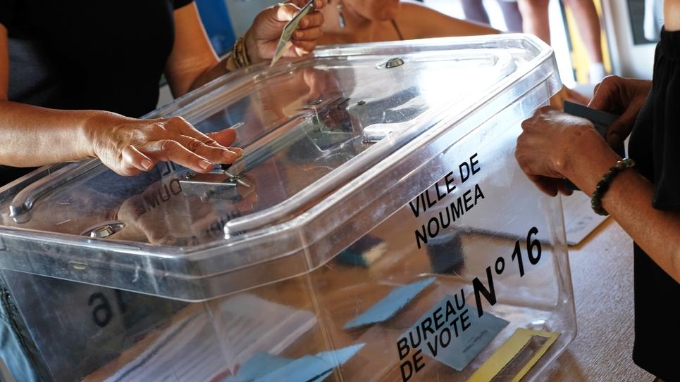 A la mi-journée, la participation dans le référendum pour ou contre l'indépendance de la Nouvelle-Calédonie était largement supérieure à celle pour les élections provinciales de 2014 à la même heure