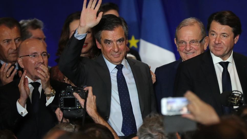 François Fillon (C) entre Eric Ciotti et Christian Estrosi lors d'un meeting le 11 janvier 2017 à Nice