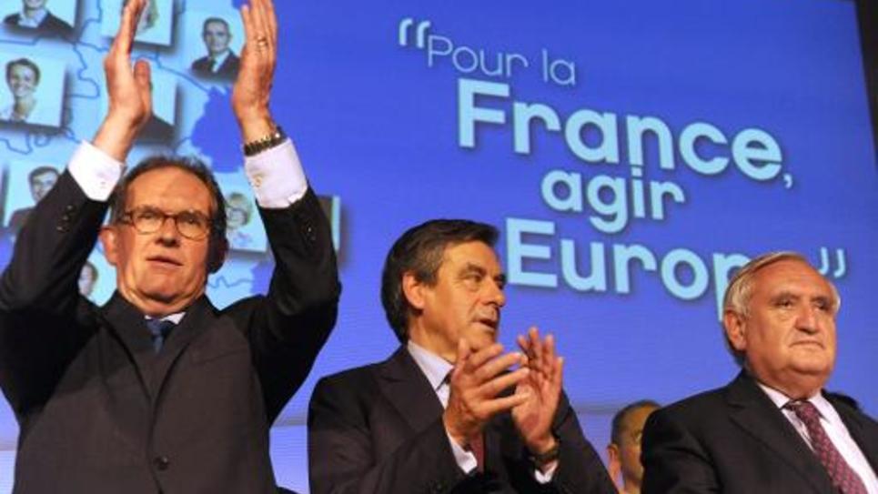 Alain Cadec, leader de l'union du centre et de la droite républicaine, François Fillon et Jean-Pierre Raffarin le 22 mai 2014 à Vertou, en Loire-Atlantique